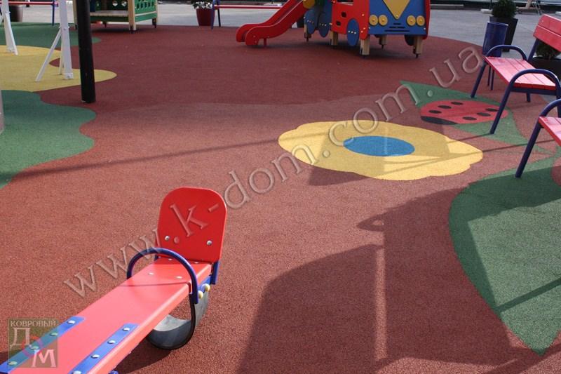 Детская игровая площадка в Киеве. Покрытие: резиновая крошка