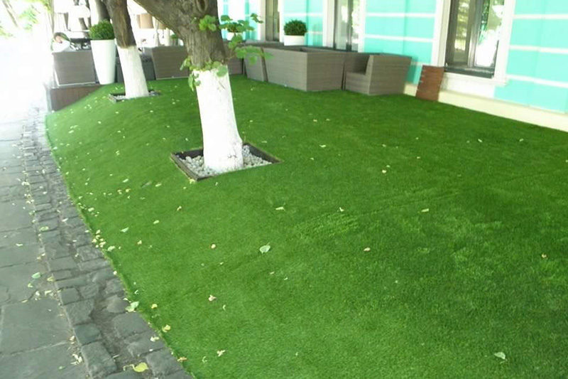 Укладка искусственного газона в ресторане по ул. Владимирской